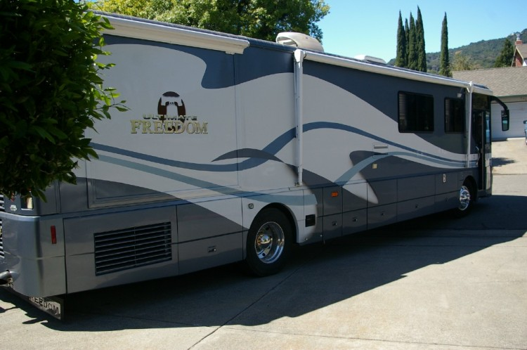 2002 Winnebago Ultimate Freedom - Class A RV - Fairfield