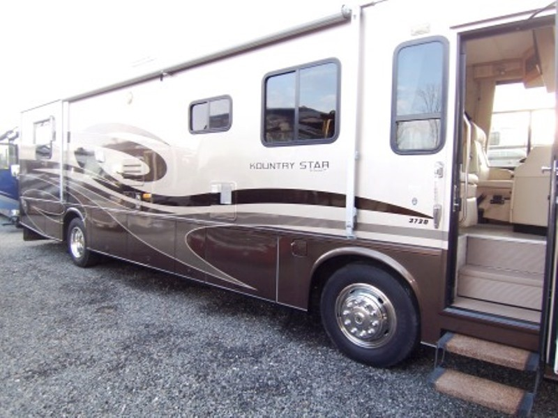 2005 Newmar Kountry Star 3721 w/2 Slides 37FT $77,000